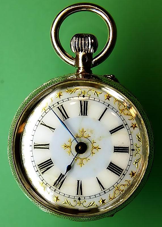 W&D gravírozással ellátott óra